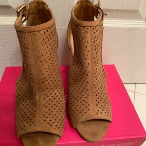 ❤️SOLD❤️ Justfab brand new cone heel sandals